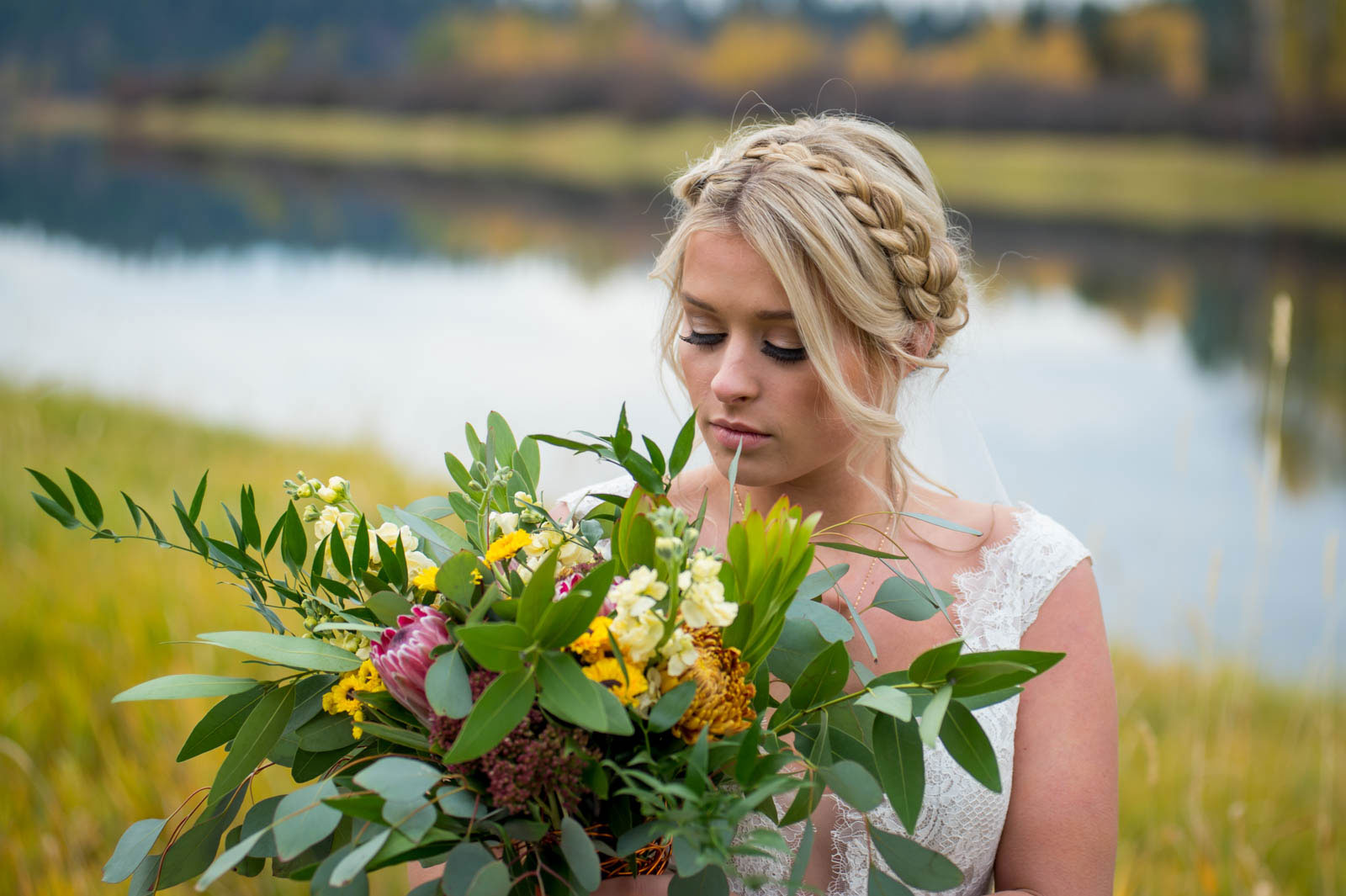 bride flowers photography by luba timber river ranch