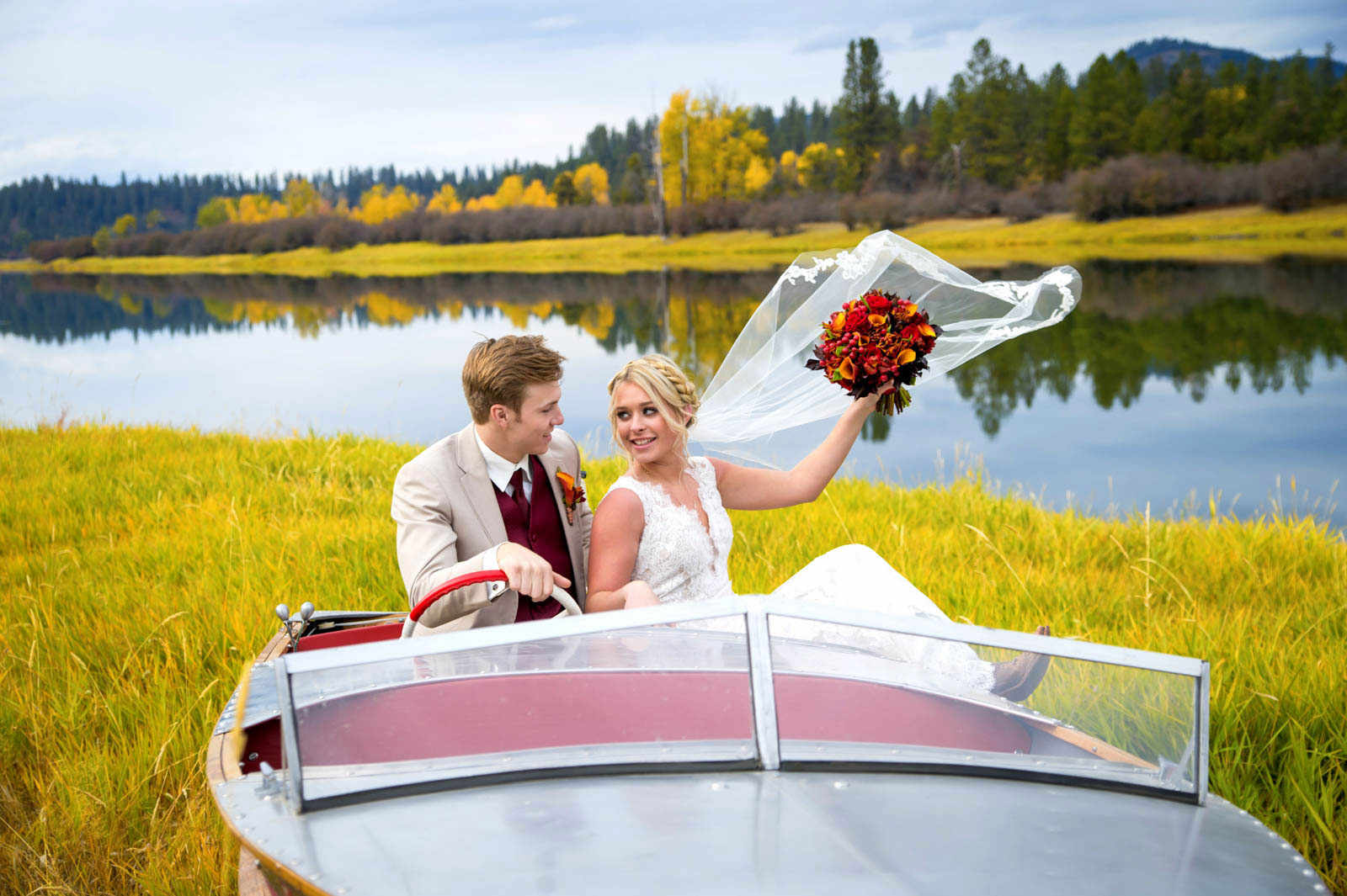 bride groom boat photography by luba timber river ranch