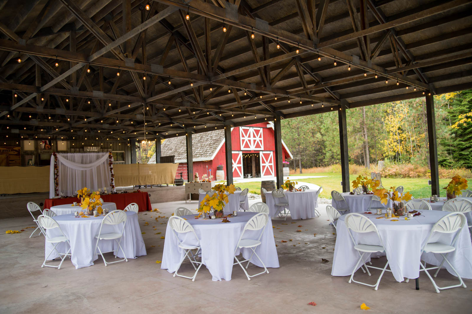 outdoor reception photography by luba timber river ranch
